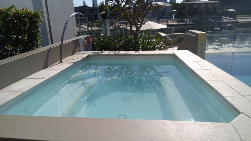 pool cleaner Broadbeach Waters