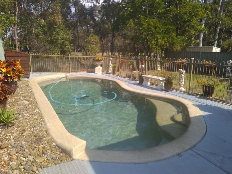 pool services Arundel