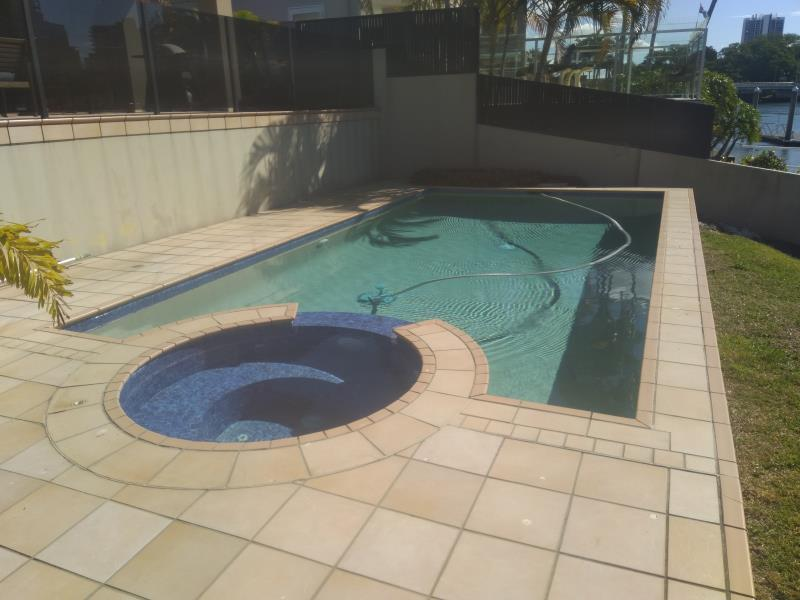 pool cleaner Surfers Paradise