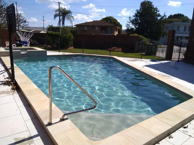 pool services Runaway Bay