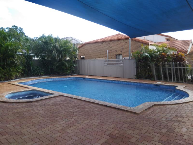 pool cleaners Coomera