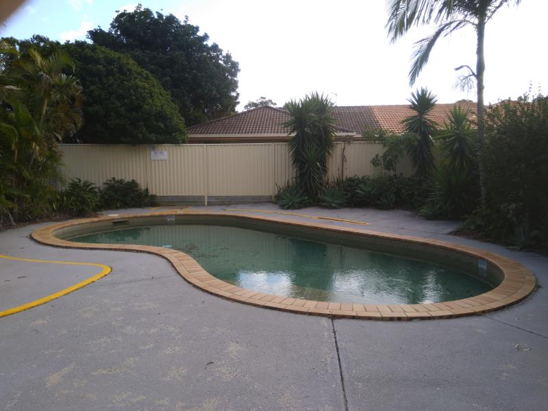 pool cleaner Coomera