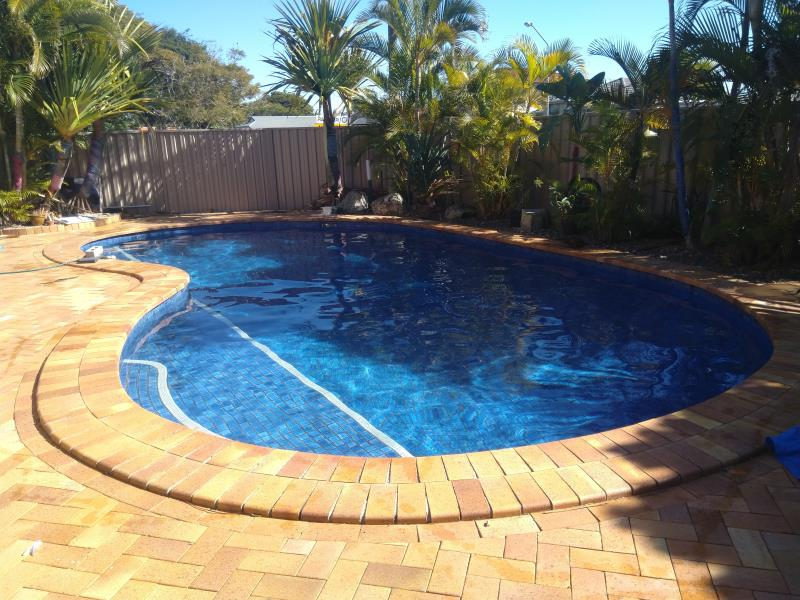 pool cleaner Coombabah