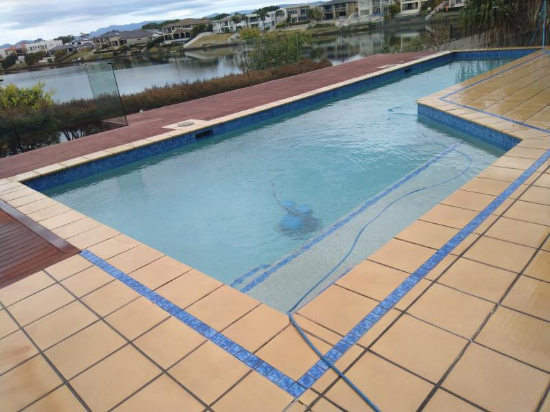 mobile pool cleaner Benowa