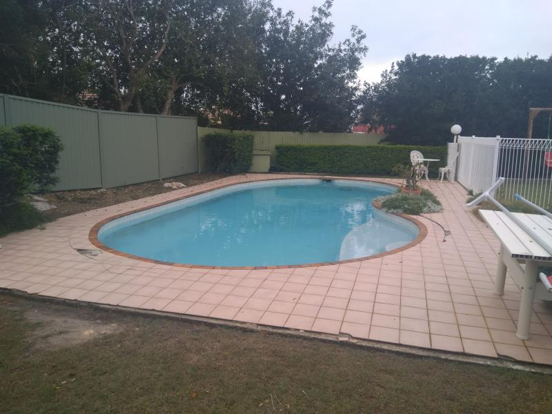 pool cleaners Arundel