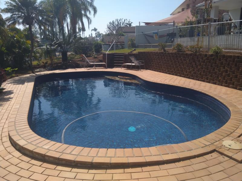 pool cleaners Benowa