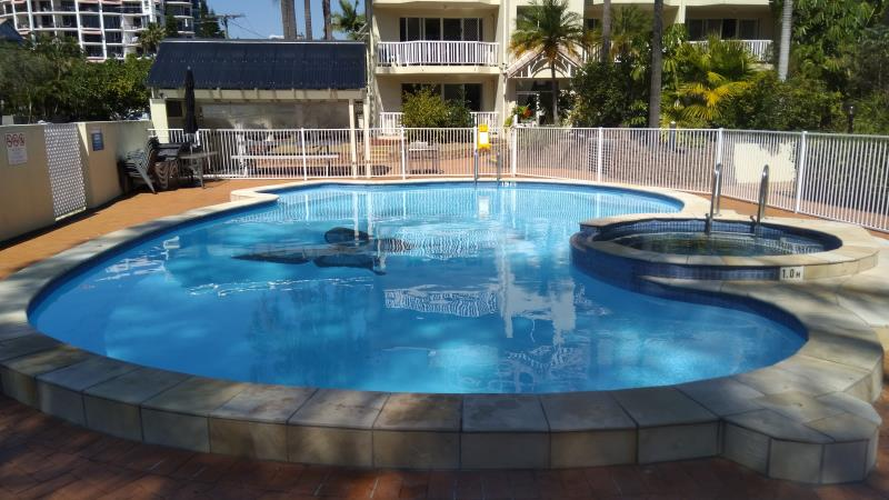 pool cleaners Broadbeach