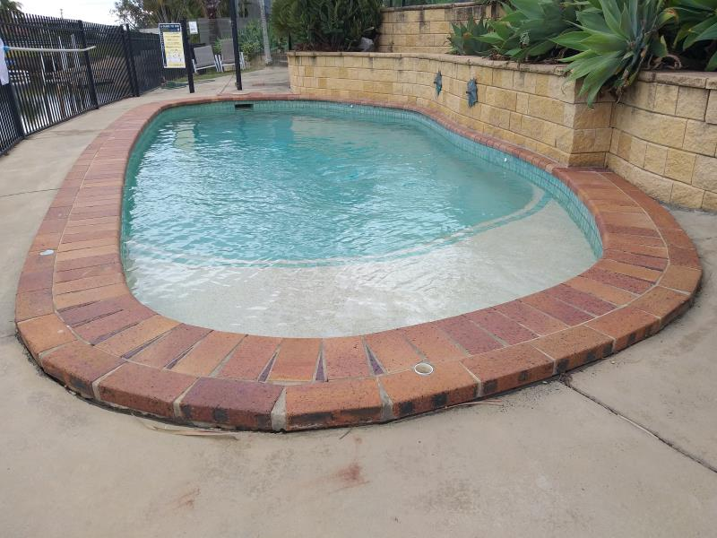 mobile pool cleaner Broadbeach Waters