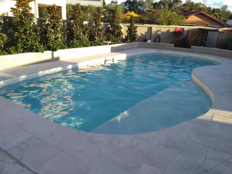 pool cleaners Coombabah